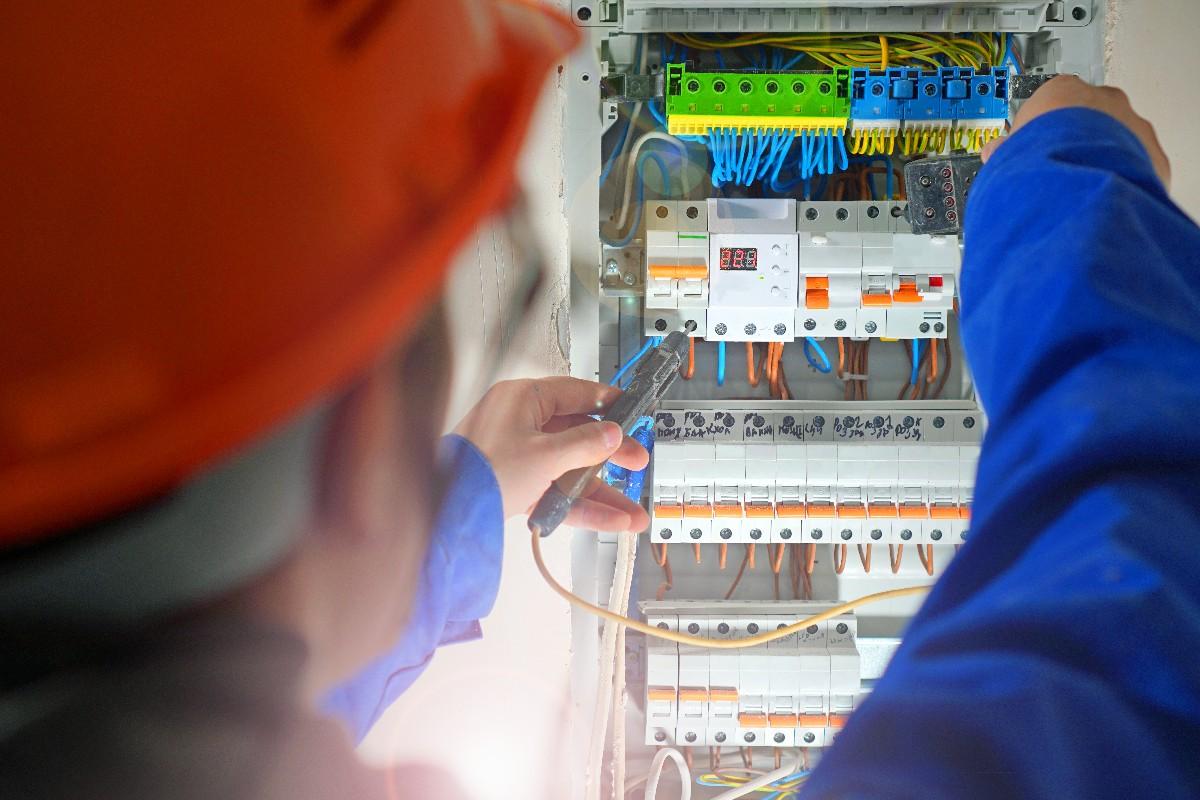 Les informations à prendre en compte concernant l'installation électrique à Paris 7ème   Aux Bâtisseurs Parisiens